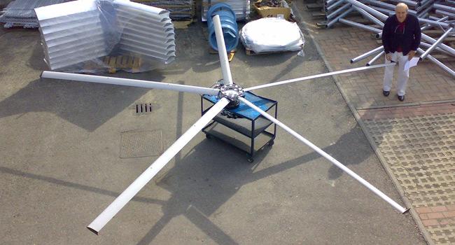 Ventilatore diametro 6000mm in grado di fornire 120000m3/h; utilizzato come destratificatore in allevamenti e grossi capannoni industriali